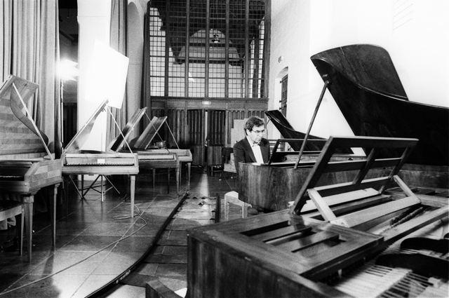 Настройка рояля.Настройщик пианино.